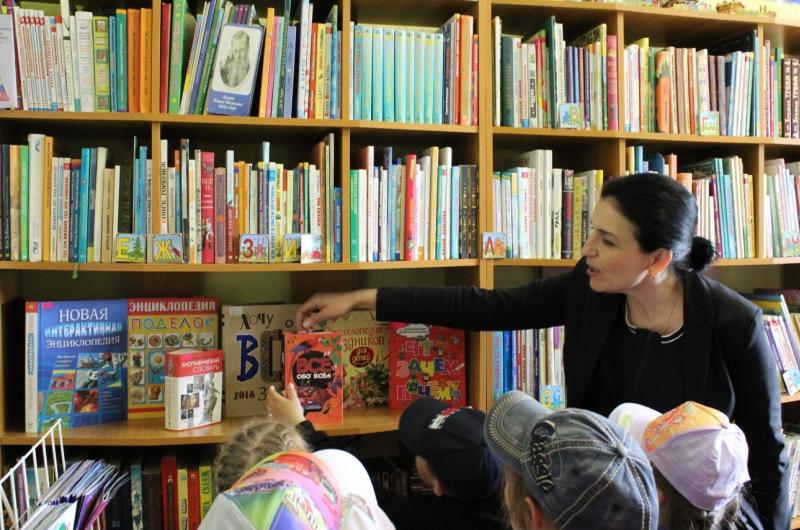 посещение библиотеки детьми детского сада